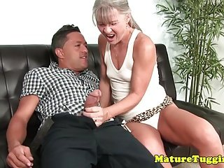 Adverse cougar tugging cock make advances to cum