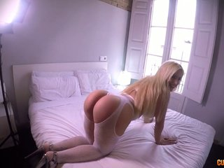 Argentinian sexpot with fat tits Blondie Fesser surprises buddy with FFM